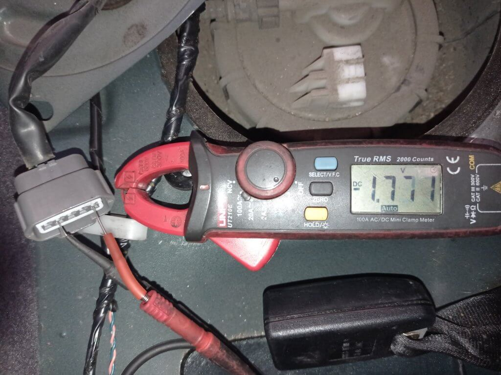 Проверяем проводку на разъеме датчика мультиметром